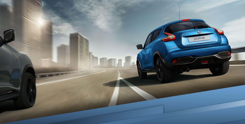 Новий Nissan NISSAN JUKE, рух по автомагістралі з поворотом на 3/4, вид ззаду