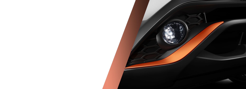 Новий Nissan JUKE, фрагмент оранжевої накладки на передній бампер